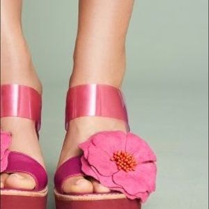 ANTHROPOLOGIE Bill Blass Hibiscus Wedge Sandals 10